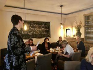 Dr. Annika Backe-Dahmen und Gäste beim Impulsvortrag im Landhaus Tomasa am 24.09.2020 red